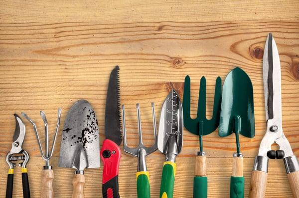 AdobeStock_323927160-gardening-tools