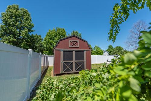 Lofted Barn In Yard