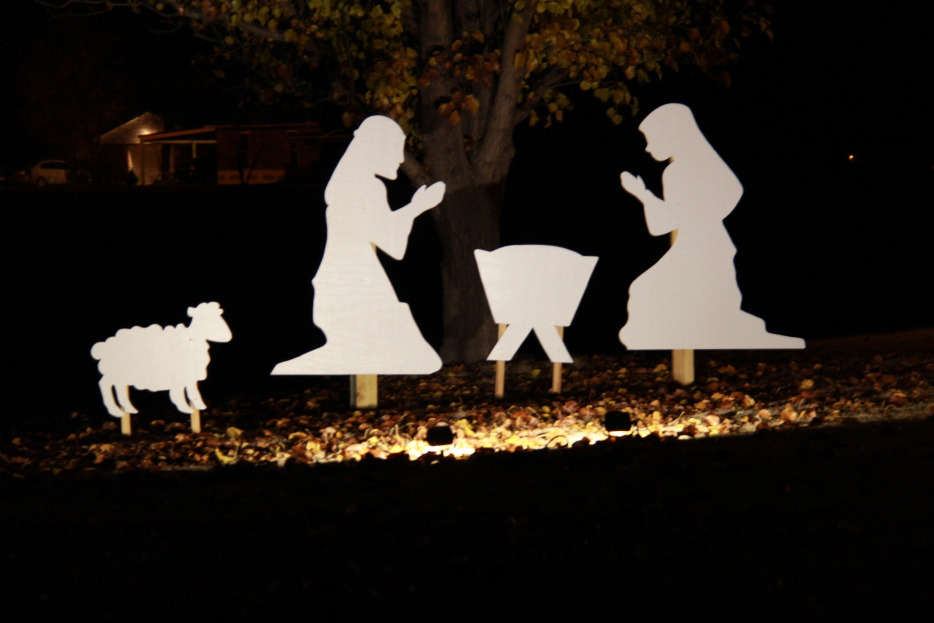 How to Make a Nativity Scene + Cook Portable Warehouses