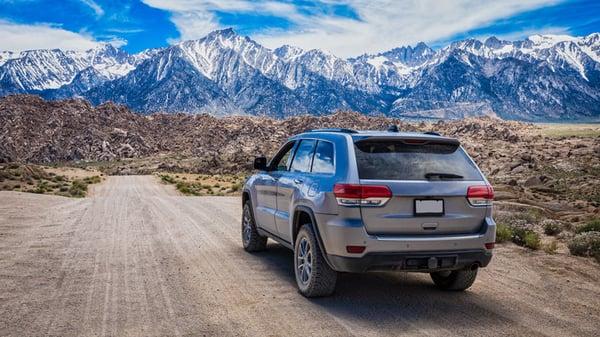 SUV-mountain-scene