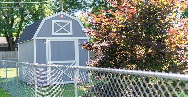 Lofted Barn In Fenced Backyard