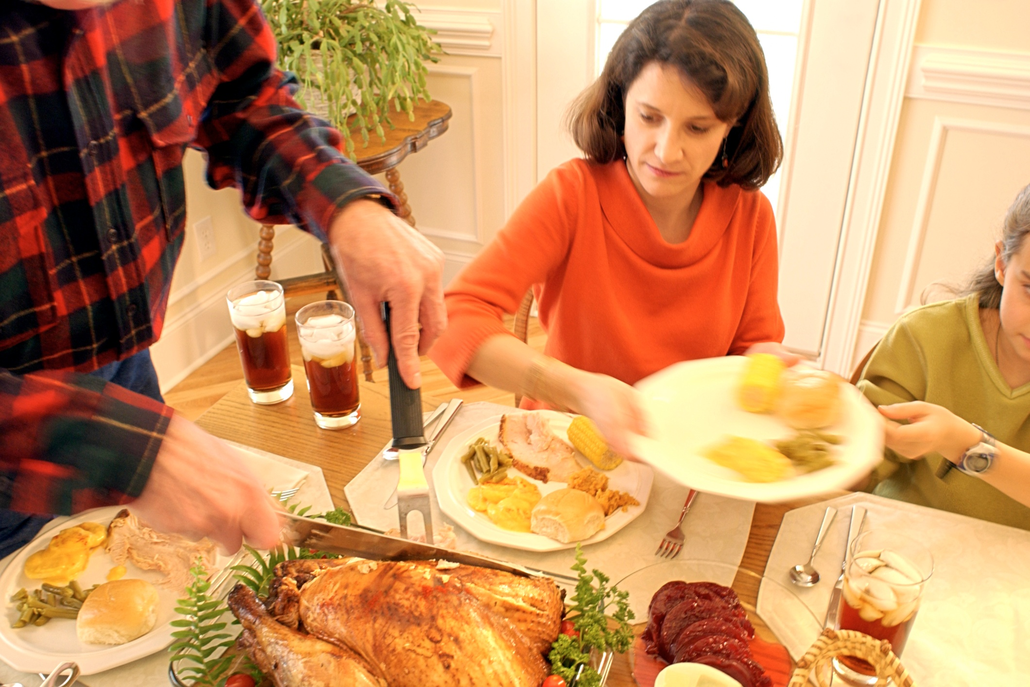 Simple Tips for Thanksgiving Entertaining in Small Spaces + Cook Portable Warehouses